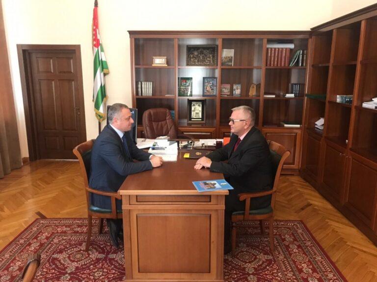 Вице-президент Абхазии обсудил с послом РФ защиту имущественных прав россиян в республике