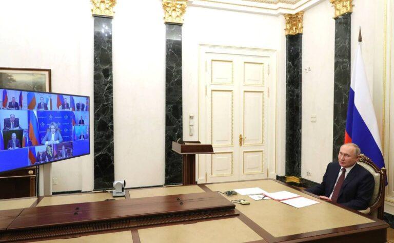 Путин провёл оперативное совещание, посвящённое работе с соотечественниками за рубежом