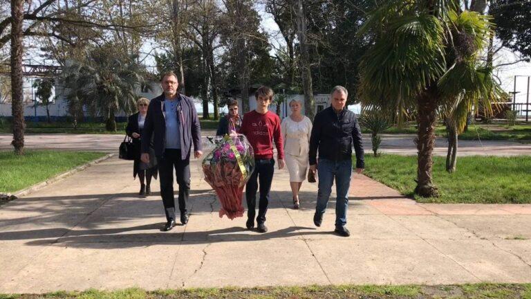 Соотечественники почтили память российского пограничника, погибшего во время боевой операции