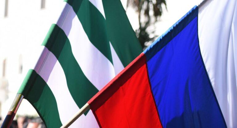 И.о. президента Абхазии обсудил с российским послом новую инвестпрограмму